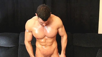 Sexy Muscle Man Drops Towel Coupled with Cums
