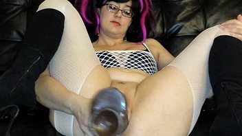 Huge dildos and fisting my loose pussy