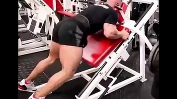 BIG BOOTIES AT THE GYM